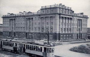 Трамвайный поезд на перекрестке Ленина – Генеральская