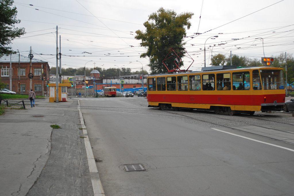 Въезд на линию ко Дворцу спорта возможен только со стороны «Гринвича», поэтому маршрут № 32 имеет такую странную конфигурацию.