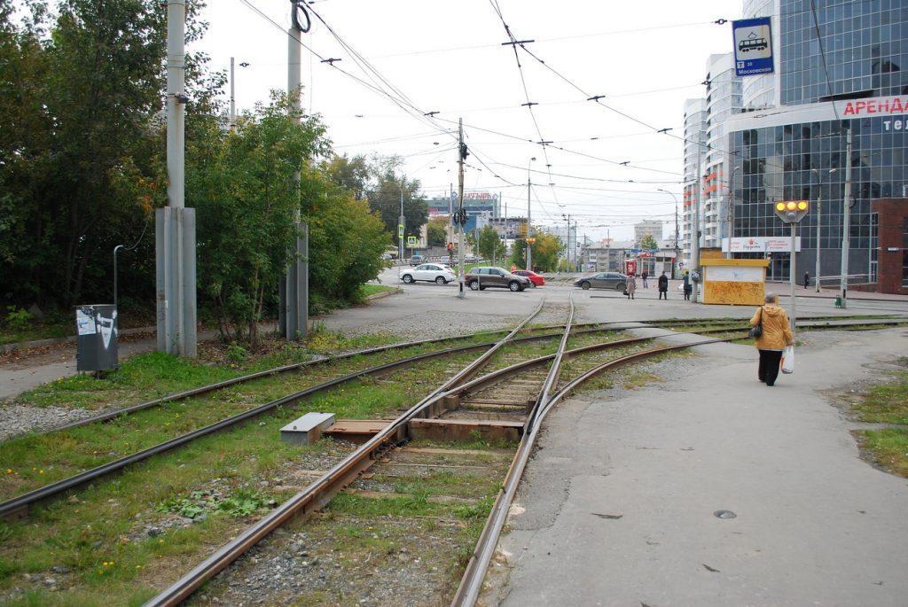 Заезд трамваев на Дворец спорта организован только с одного направления, а выезд – в двух.