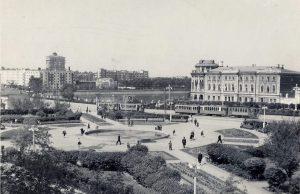 Трамваи на площади Труда