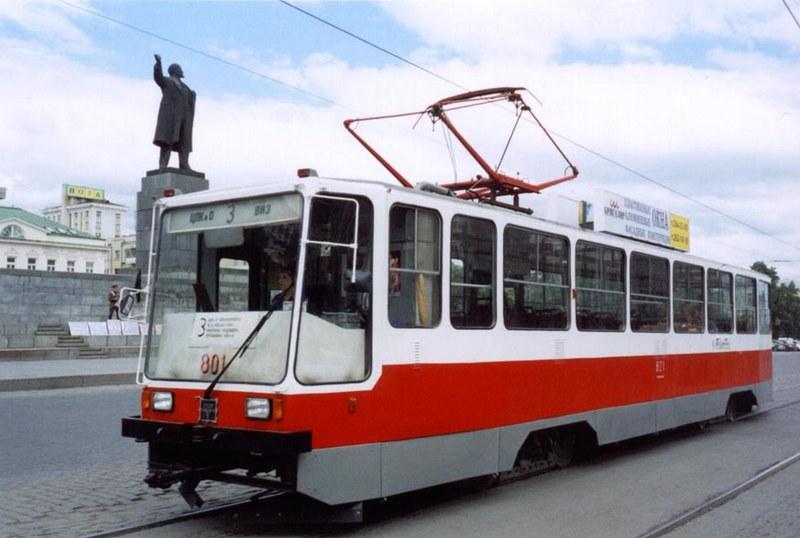 С начала XXI века «чехов» стали теснить уральские «СПЕКТРы». На фото первый вагон 71-402.