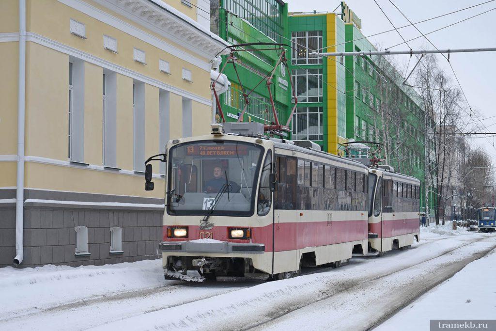 Поезд из вагонов 71-405 на 13 маршруте. С 1 февраля 2020 года на улицы Екатеринбурга по выходным дням вернулись двухвагонные трамваи