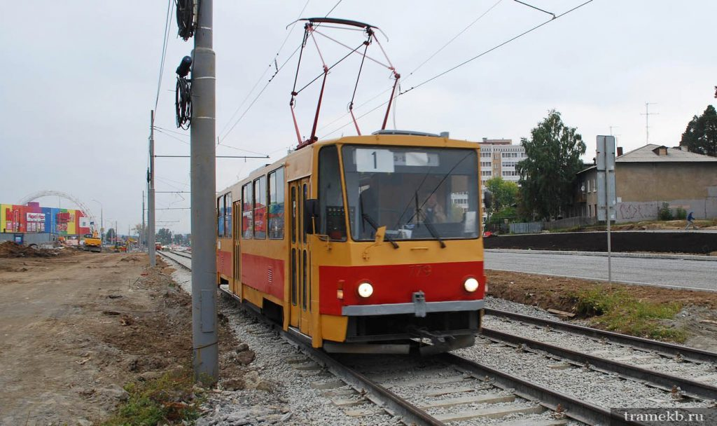 Трамвай 1-го маршрута на ул. Волгоградской в Екатеринбурге
