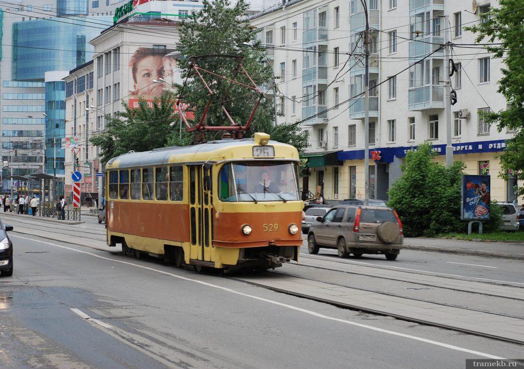 Трамвай 25 маршрута на улице Куйбышева в Екатеринбурге