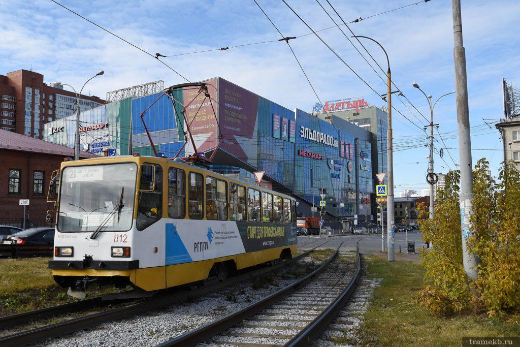 Трамвай 21-го маршрута на фоне «Алатыря»
