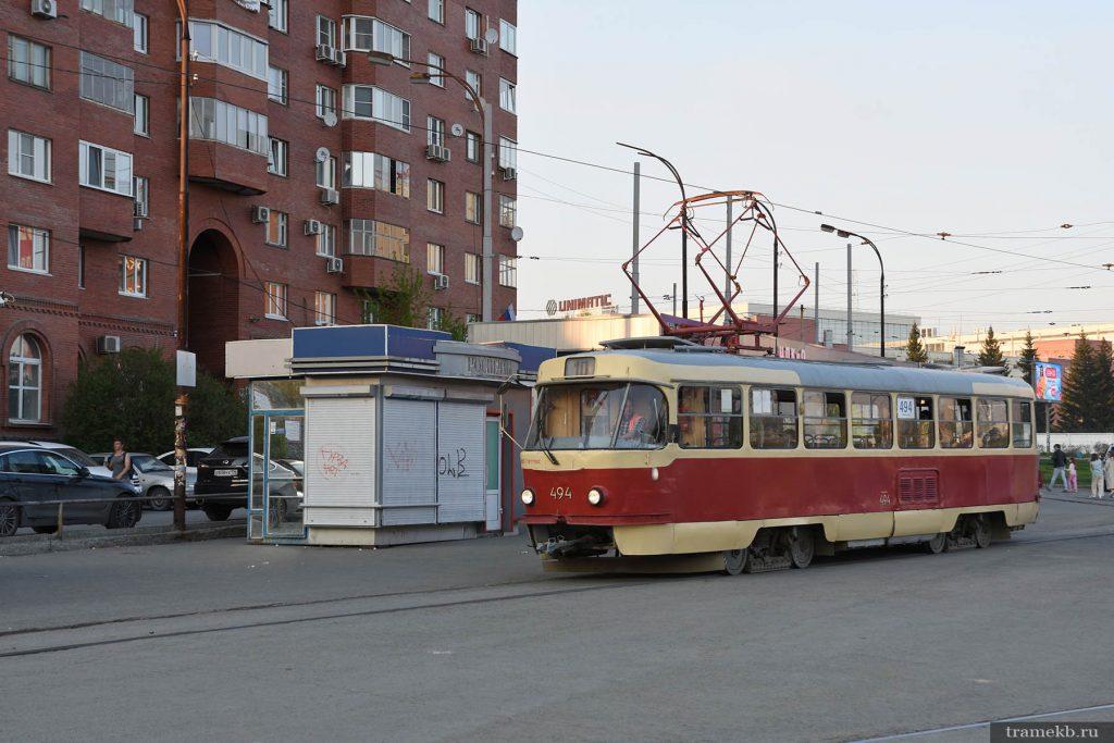 Трамвай 10-го маршрута отправляется с конечной станции «ЦПКиО»