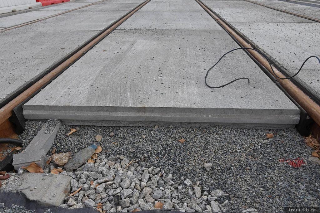 Строительство трамвайной линии в Верхнюю Пышму. Успенский проспект. Покрытие путей из ж/б плит