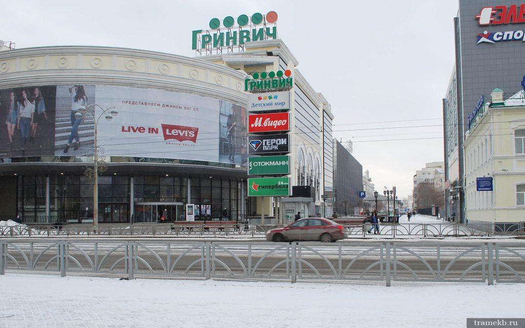 Вход в ТРЦ «Гринвич» с улицы Радищева