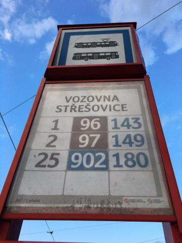 Верхняя часть остановочной стелы в Праге (фото: К. Медведев)