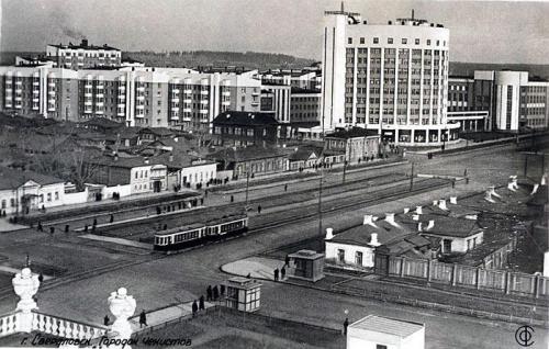 Трамвайная линия по проспекту Ленина в районе Городка чекистов
