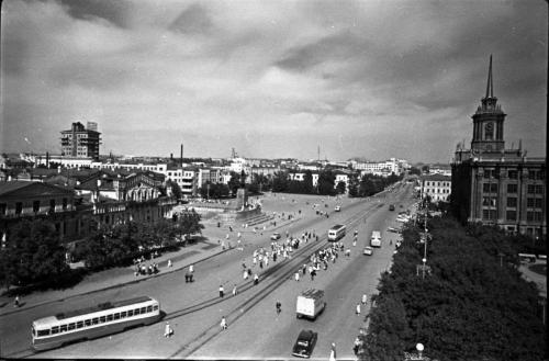 Трамвай МТВ-82 на площади 1905 года.
