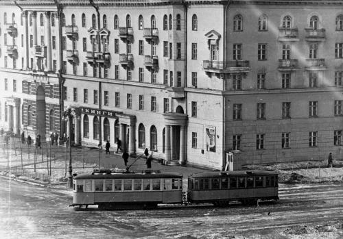 Трамвай-деревяшка на перекрестке Ленина – Гагарина