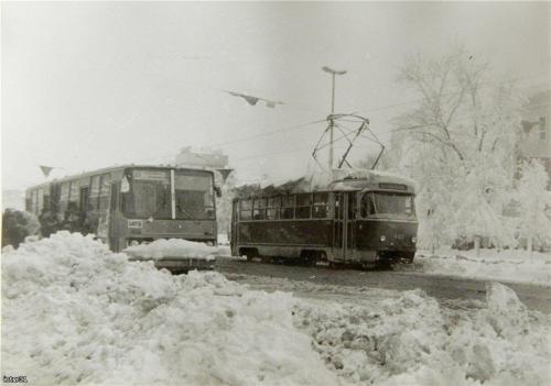 Транспорт в снегопад 2 мая 1984 года