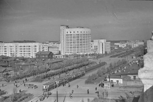 Трамваи возле Оперного театра, 1940-е годы (Фото: Инсаров М. А.)